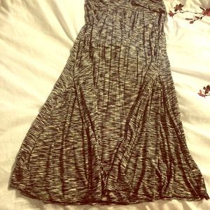 Casual high waisted black and white skirt